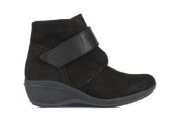 R63-Montana-Leather-Black.jpg
